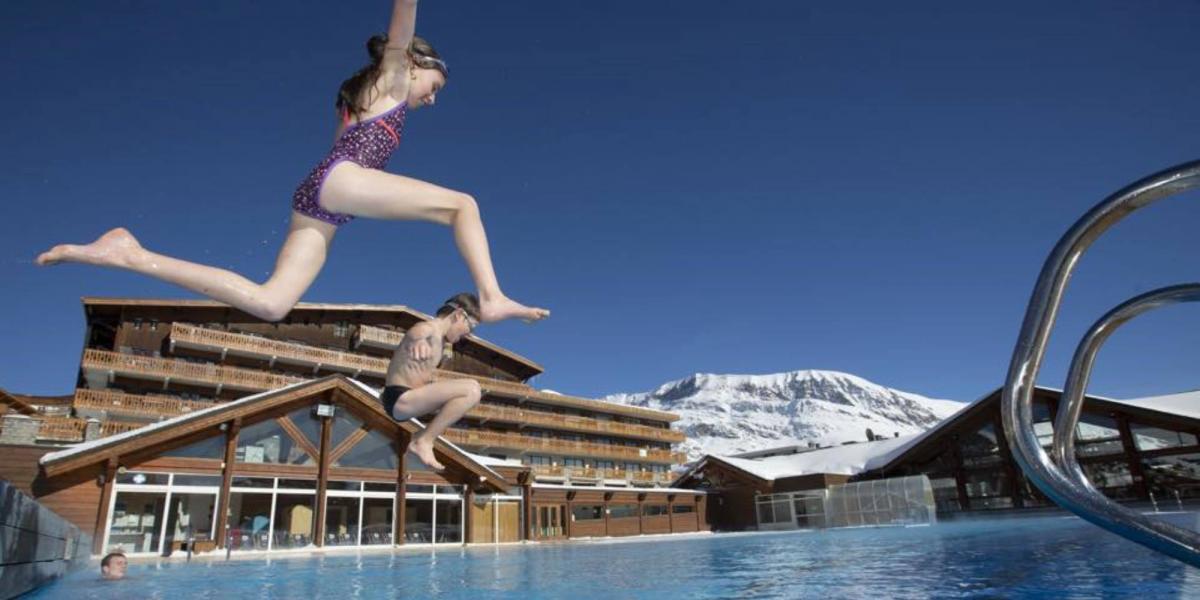 Alpe d'Huez outdoor pool in wintertime.