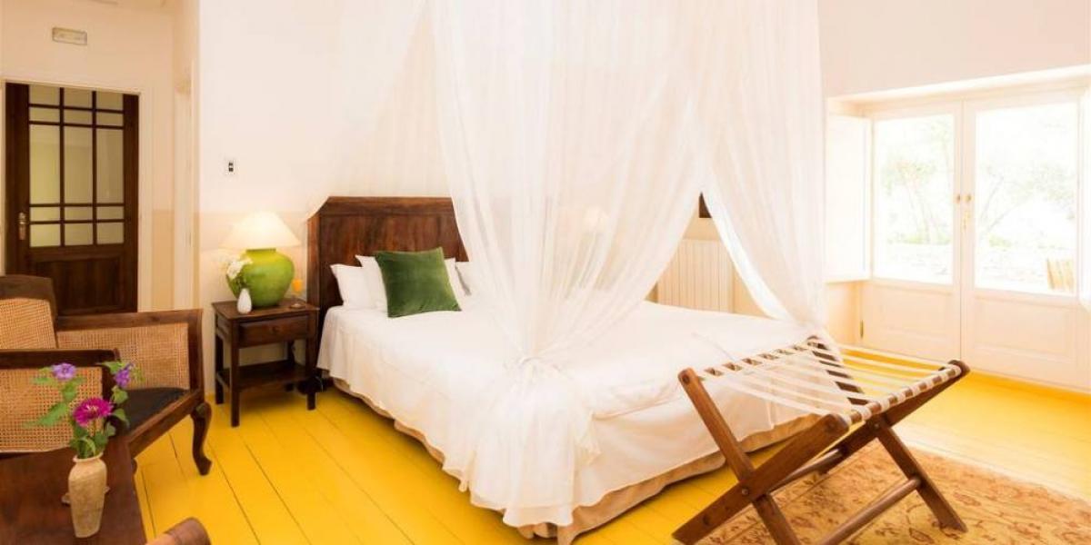 Double room at La Fuente de la Higuera.