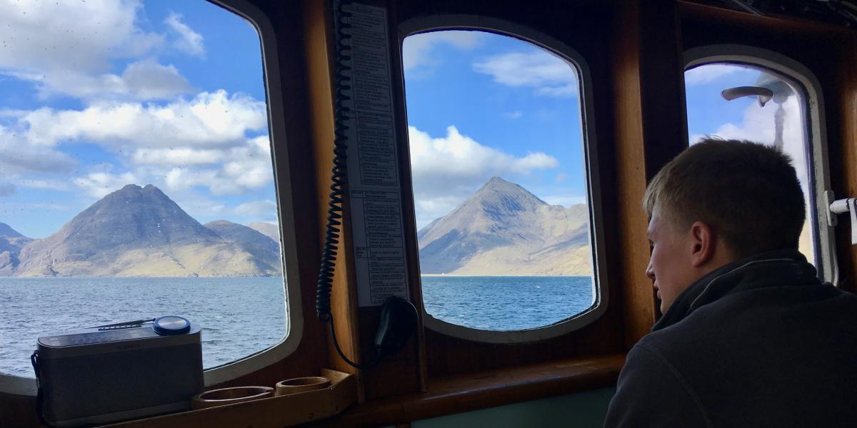Sailing into Skye