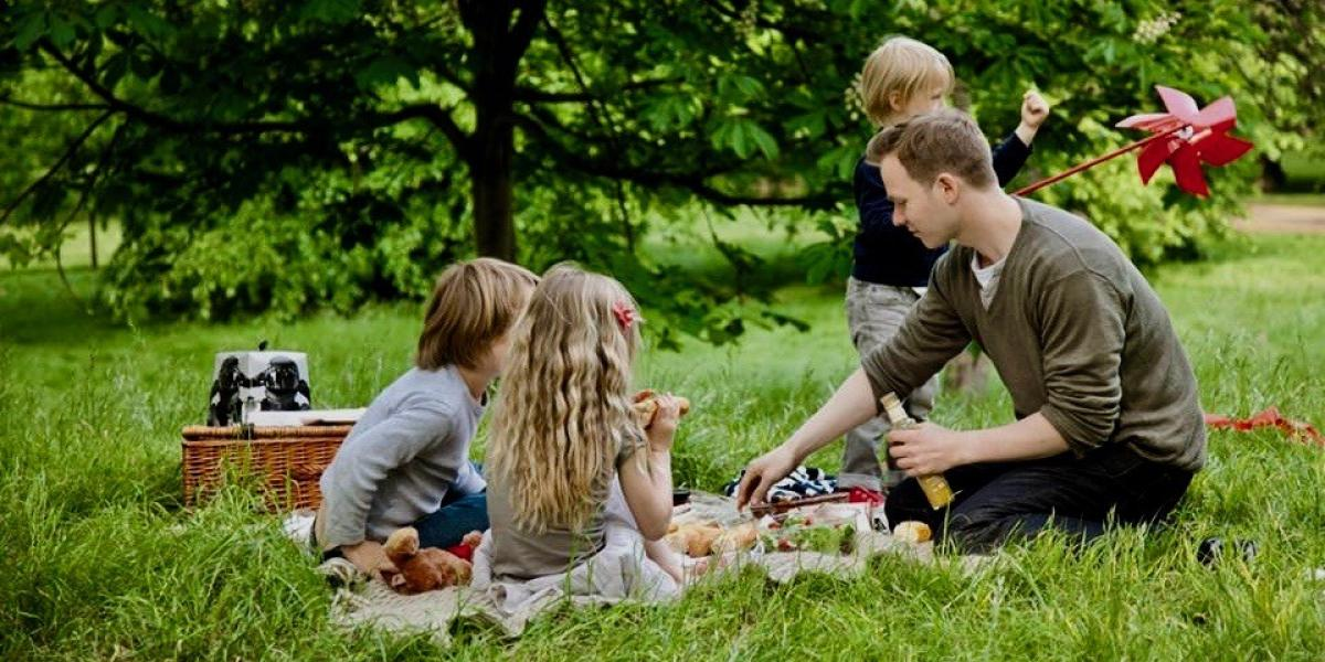 Picnicking in Green Park.