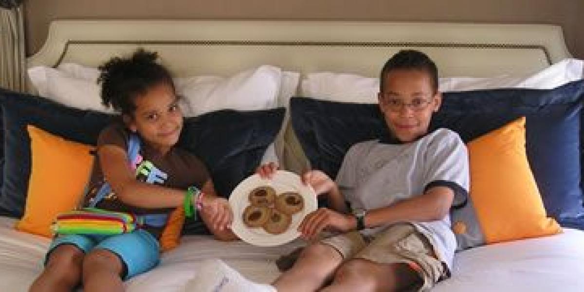 The Monaco, Alexandria, USA: Grandkids, Goldfish and Golden Retrievers