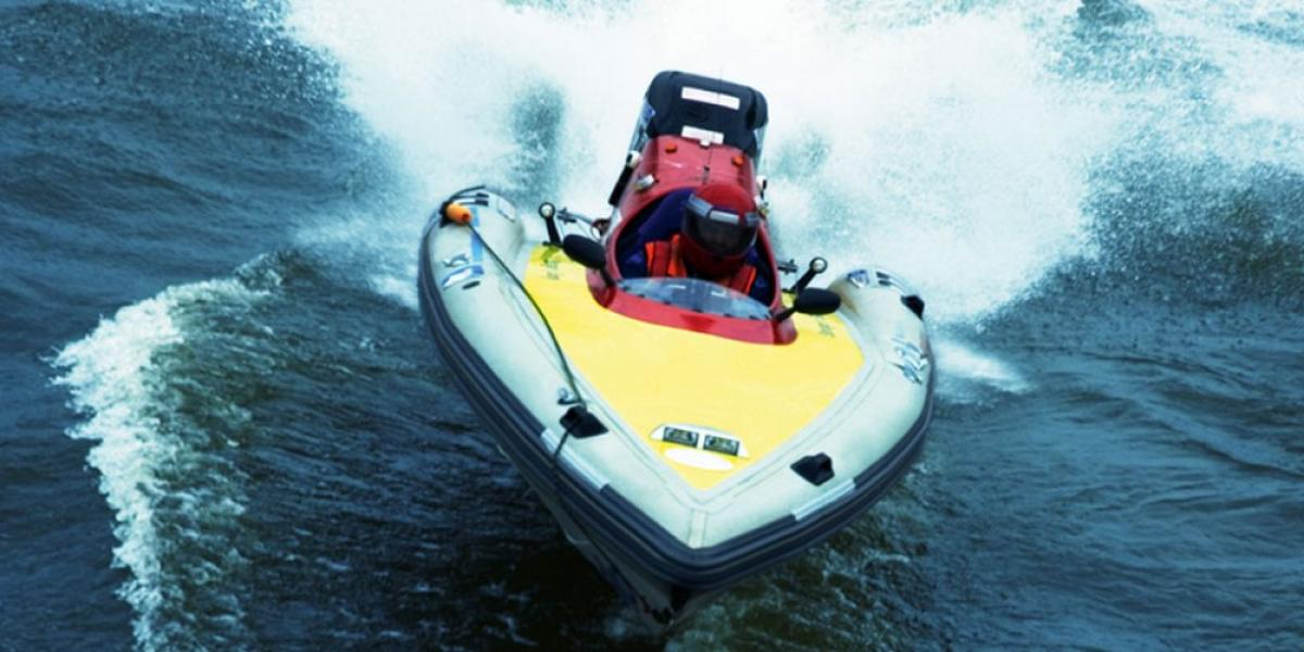 Power boating at Rockley Park watersports centre.