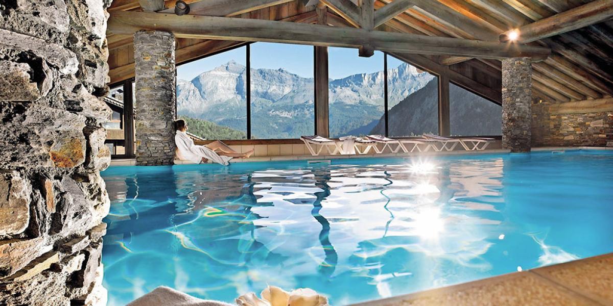 Indoor pool at Pierre & Vacances Premium Residence Les Alpages de Reberty.