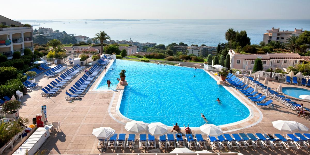 View of the pool at Residence Cannes Villa Francia.