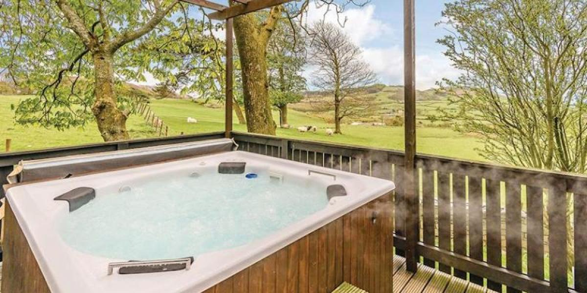 Hot tub with a view at Brockwood Hall Lodges.